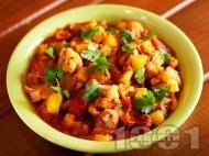Рецепта Вегетарианско къри от карфиол и картофи с домати, лук и кимион (Aloo Gobi Masala)